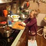 ежедневные кулинарные курсы моей средней дочки;)